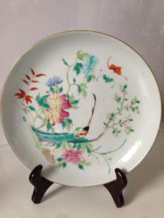 A very finely painted Famille Rose plate  from the republic period - around 1900.