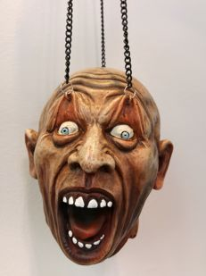 Macabre Head suspended from 3 chains, for wall or ceiling (52.5 cm).