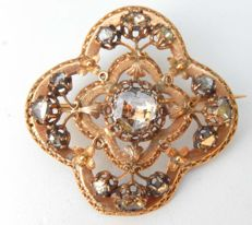 Fabulous late 18th century brooch, 18 kt yellow gold, 3.50 ct diamonds