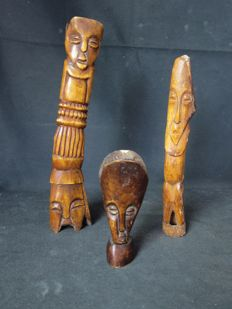3 antique figurines in bone - LEGA - D,R, Congo