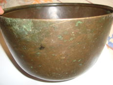 "A rare large bronze ritual ""singing "" bowl - Myanmar - 19th century"