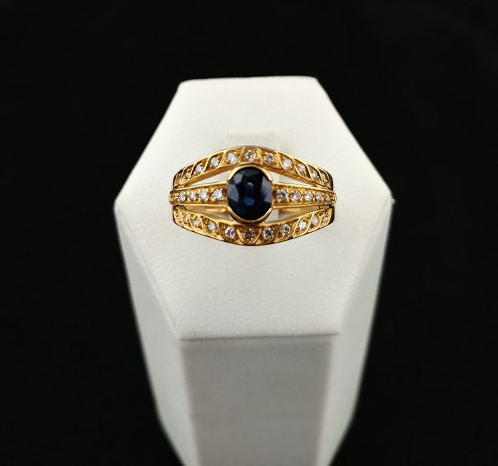 18 kt gold ring with central sapphire and diamonds – 13 (IT)