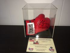 Joe & Enzo Calzaghe - Rare dual signed Everlast boxing glove in Display Case inc COA and Photoproof.