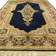 "Kerman – 280 x 193 cm – ""Royal Persian carpet in shades of gold – In stunning, slightly worn condition"""