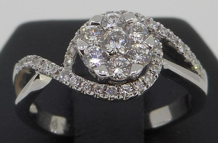 Handmade 18 kt white gold ring set with top quality brilliant cut diamonds 0.52 ct - Current ring size 52/M/6.5/12
