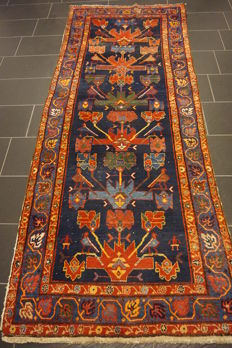 Antique Persian carpet Ziegler Malayer 115 x 280 cm made in Iran around 1930, natural dyes