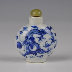 Chinese Porcelain Snuff Bottle With Dragons – China – 19th century