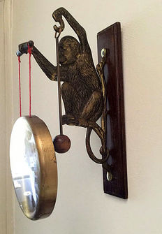 A brass gong with a monkey holding it, first half of the 20th century.