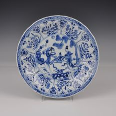 Chinese Porcelain Plate With Women - China - Kangxi ca. 1700