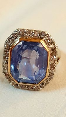 Antique gold ring with diamonds and 16.5 ct sapphire (not treated)