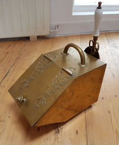 Brass coal scuttle, complete with tongs and shovel, first half of 20th century