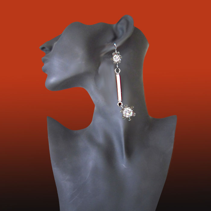 14 kt white gold earrings approx. 4 cm long with brilliants 0.60 ct