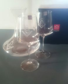 Set of 2 wine glasses with decanter, engraved with Set square and compass - Masonry