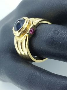 yellow gold ring, cabochon sapphire and cabochon ruby, size 56