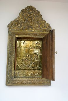 Beautifully decorated brass hall mirror cabinet from the 19th century