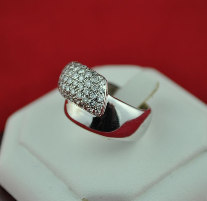 Pavé Diamonds total 2.00 ct Av.H/ VS-SI set on White gold Ring - E.U Size  57 *(re-sizable)
