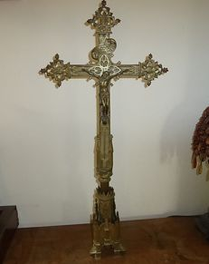 Large bronze altar cross from Zuid-Nederland from the early 1900s