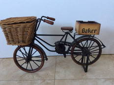 Beautiful vintage scale model of a baker's bicycle with basket, 51 cm in length. 1980s