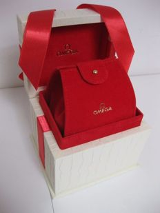 Omega lady wooden box, red velvet lining, with removable watch case.
