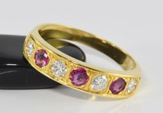0.72 ct diamond and 0.60 ct ruby ring in 18 kt gold - Size 64.5 / 20.5 mm