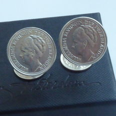 Cufflinks with Dutch silver coins from 1941 and 1930, in box.