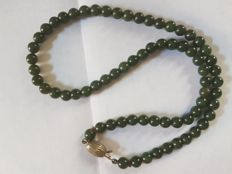 Necklace – Spinach-green, forest-green jade – From the 1950s