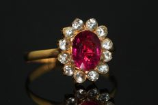 18 kt gold ring set with natural rubellite and white sapphires, size 56.