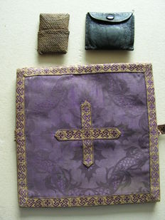 Metal, wood, glass. 2 rosaries in original covers and linen cross - France 19th century.