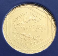 France - 250 euro -  2014 -  4.5 g gold