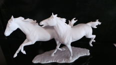 Elegant sculpture (biscuit), horses by Kaiser, signed Bochmann