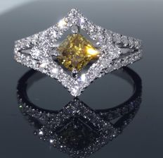 Diamond ring with natural fancy coloured diamonds & IGI certificate total l 1.22ct - Ring size: 56/17.25mm