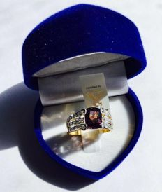 2.10 ct Purple Spinel , 0.30 ct diamonds of 18kt White & Yellow Gold Ring - ring size 16.56/7.5