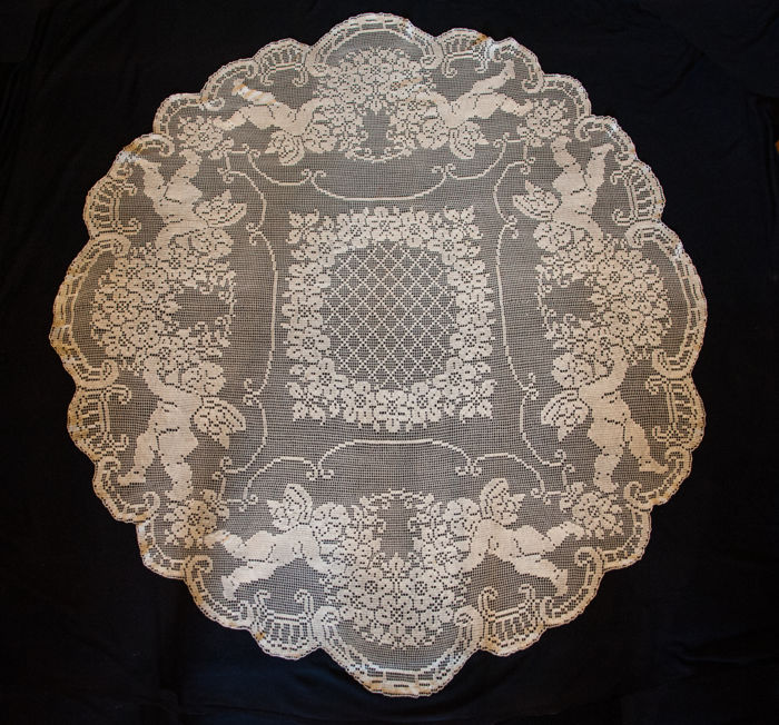 Huge baroque patterned lace tablecloth, 180 cm