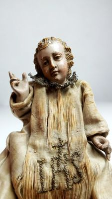 Beautiful throned Jesus Child, Spanish school, XVII. 12 cm