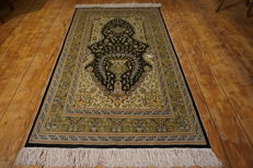 Old silk carpet - Hereke made in Turkey - silk on silk - rare fine 1,200,000 knots m² - 90 x155 cm - signed Hereke - very good condition.