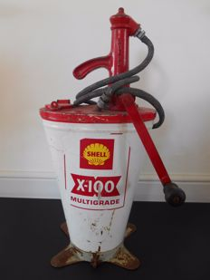 Authentic Shell oil pump from 1961 - 67 x 32 x 25 cm