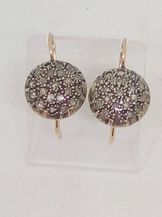 Vintage gold stud earrings with 2 ct of rose cut coronet diamonds