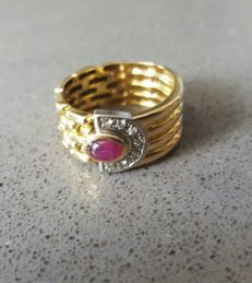 Gold (18 kt) - Ruby and diamond ring - Weight: 7.3 grams - Size: 18