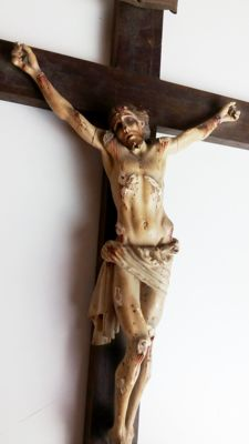 Christ in carved wood and polychrome - Spain - XIX century (about 1880). No reserve
