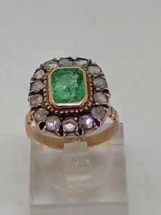 Vintage ring with emerald and rose cut diamonds.