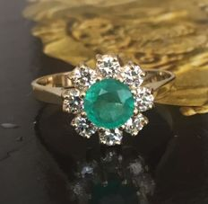 14 kt Yellow gold rosette ring with brilliant cut diamonds and emerald, approx. 1.42 ct in total – ring size 18.25 mm