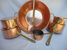 Set of 5 French red copper saucepans with brass handles - Casseroles and beautiful jam bowl with slotted spoon, red copper and brass.