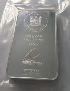 Fiji Heraeus: 250 g silver bars, sailing ship motif bar from 2015, new and sealed
