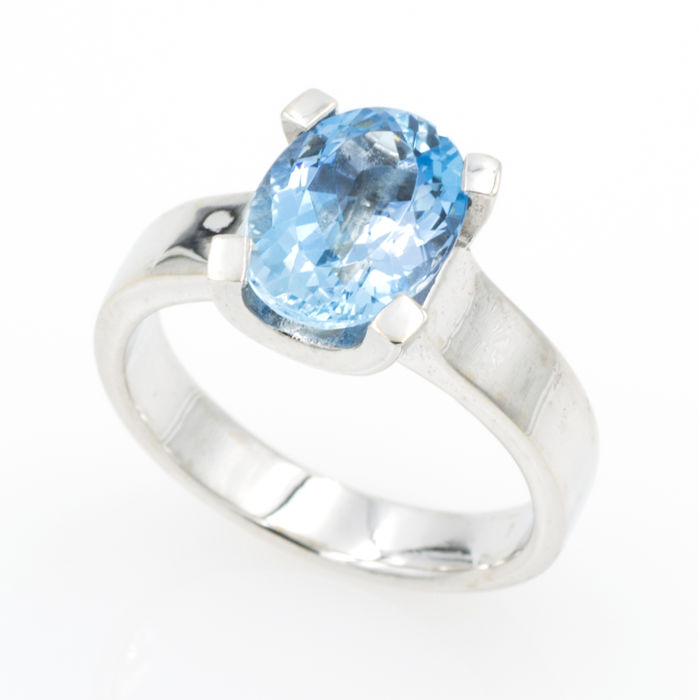 Artisan 18 kt white gold ring with aquamarine – Size 13