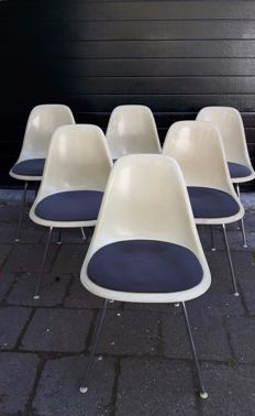 Charles & Ray Eames for Herman Miller – set of 6 DSS chairs with an upholstered seat