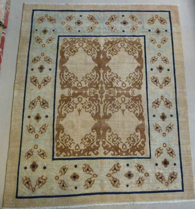 Contemporary carpet with Uzbek motif 270 x 224 cm Origin: Uzbekistan, 20th century