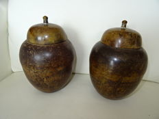 2 copper pots