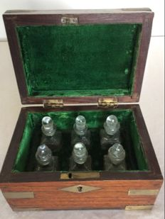 Pharmacy mahogany box with 6 bottles with stopper - France - end of 19th century