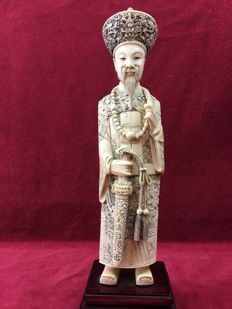 Ivory statue of a distinguished gentleman - China - early 20th century