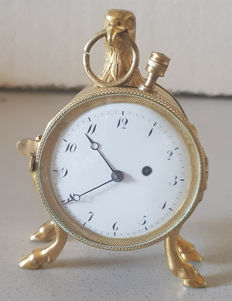 38. A miniature pocket watch / travel watch with eagle head - quarter repetition on button - Switzerland 1830
